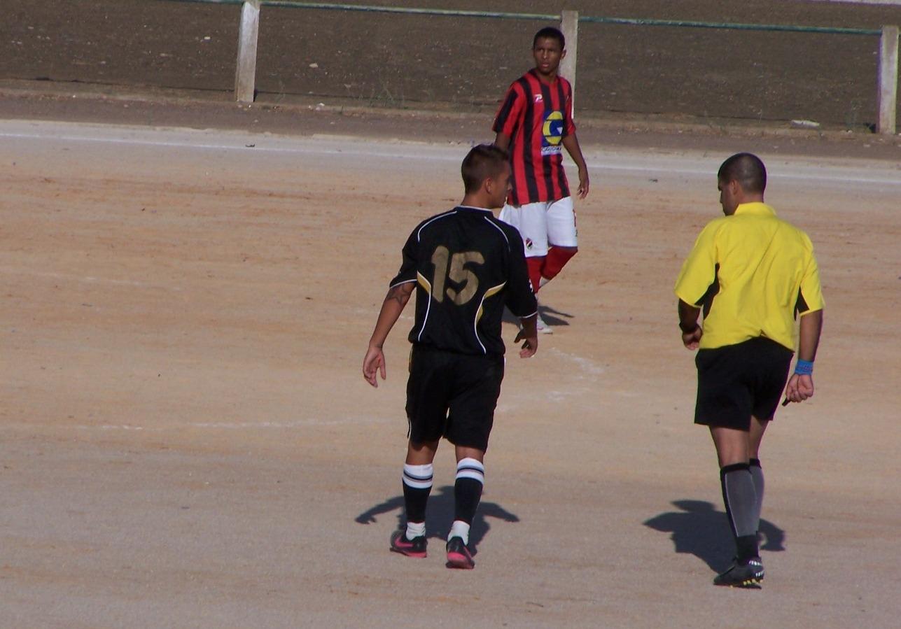 Castro Menina Jogando Marim Futebol